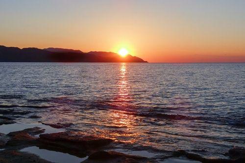 奄美の竜宮から見る夕日