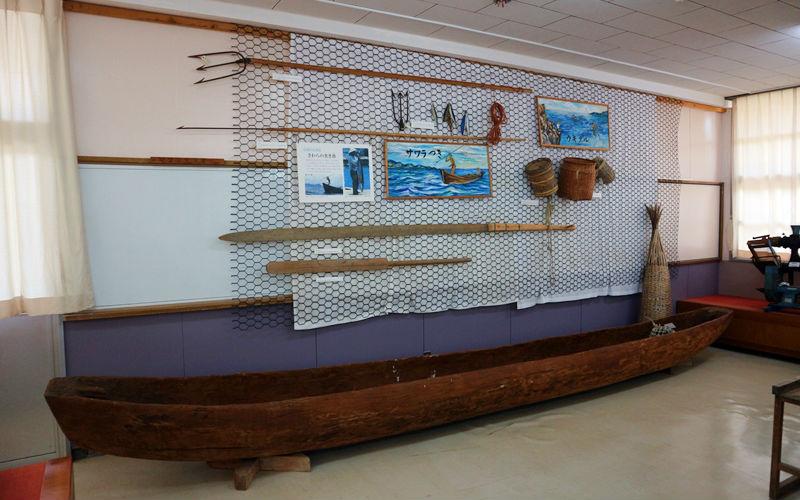 木の舟と道具